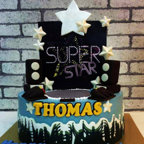 Superstar cake